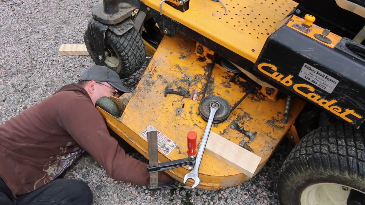 Blade change on Cub Cadet Z Force