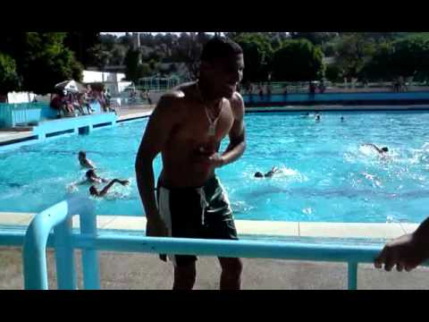 Une journ e inoubliable dans la piscine municipale youtube for Piscine municipale