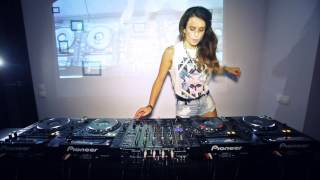 Juicy M Mixing on 4 CDJs vol 2
