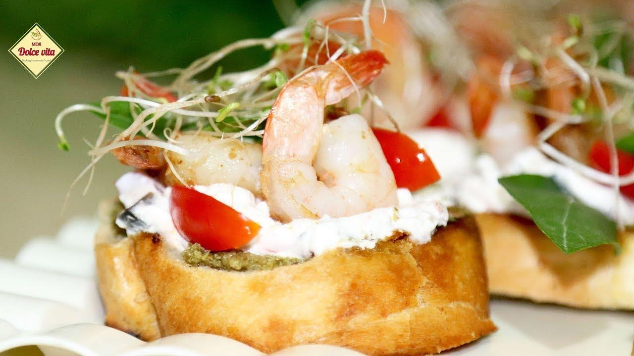 Бутерброды на праздничный стол. Брускетта с помидорами и сыром. Креветками и песто. Моя Dolce vita