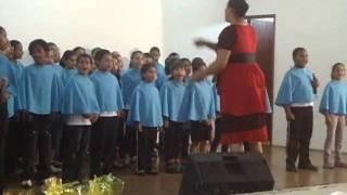 Coral infantil Porecatu Professora cantora CARLA DINÁH