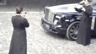 Смешное видео   семинаристы и Rolls Royce Phantom Киево Печерская Лавра Kiev22 05 2010(, 2013-07-05T09:42:20.000Z)