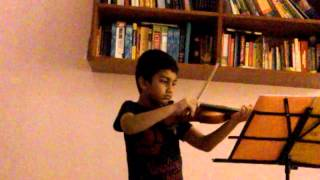 child violin player