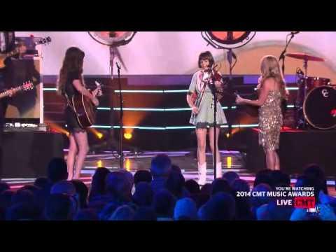 Lee Ann Womack & Kacey Musgrave   Livin on love CMT Music Awards 2014