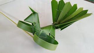 Cách làm con công bằng lá dừa đơn giản( How to make peacocks with coconut leaves is simple) #TOITNT