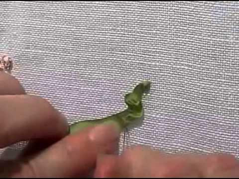вышиваем лентами листочки елочкой