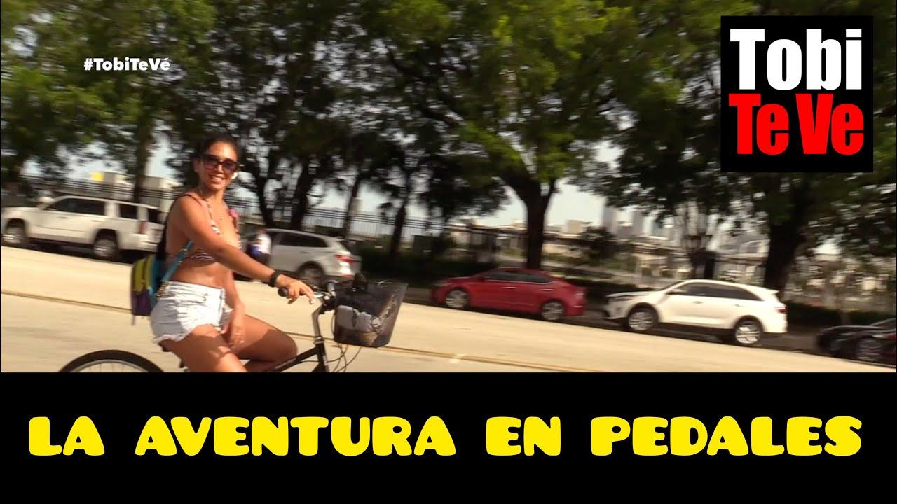 Captan a Vania Bludau durante su travesía en bicicleta por Miami Beach