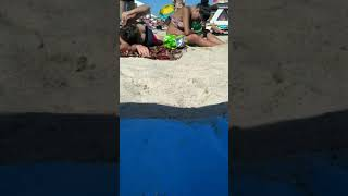 Пьяные девушки на пляже