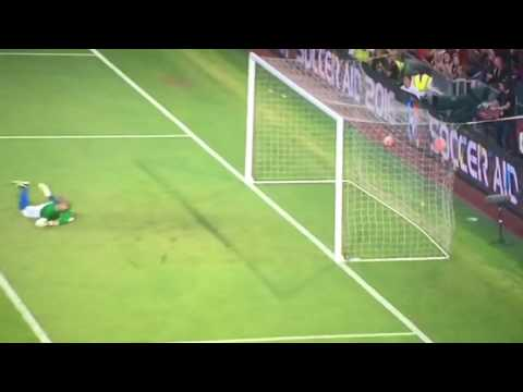 Jermain Defoe outstanding goal from Jack Whitehall world class pass - Soccer Aid 2016