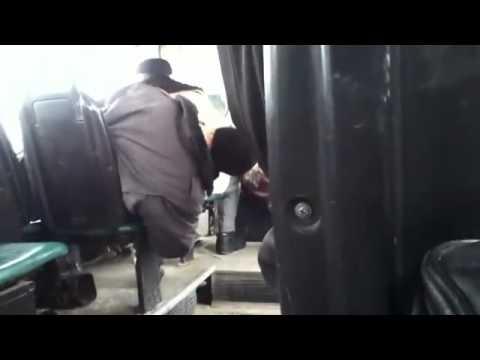 Шлюхе пизду, трогает рукой в общественном транспорте видео