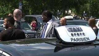Manifestations de taxis à Paris contre UberPOP