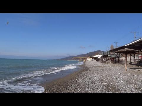 """Пляж санатория """"Бирюза"""" в Лазаревском. Яркий, солнечный день 28 января 2018"""