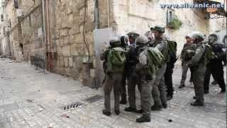 Palestinians defend Al-Aqsa Mosque المقدسييون يدافعون عن الاقصى