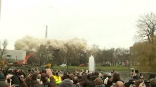 Во Франкфурте снесли взрывом 116-метровое здание