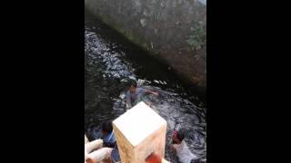 Download Video Mandi di sungai MP3 3GP MP4