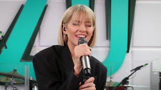 Descarca Lidia Buble - Lacatul si femeia (Live la Radio ZU)