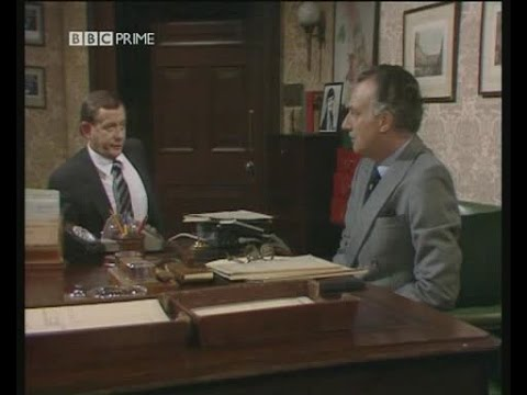 Yes Minister  S03E03   The Skeleton In The Cupboard