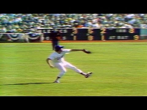 1974 WS Gm1: Ferguson throws out Bando at home