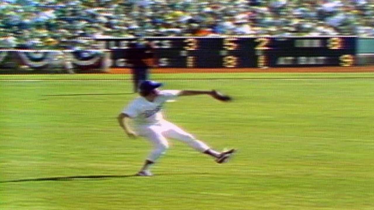 1974 WS Gm1: Ferguson throws out Bando at home - YouTube