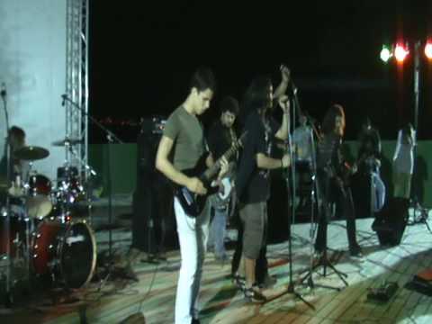 Iron Fist - Get Ready To Rock / Breaking The Law Live Leleika Lamia