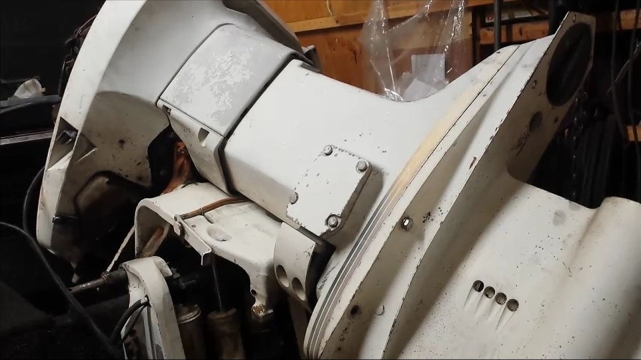 How to Remove a Johnson 115 HP Lower Unit  YouTube