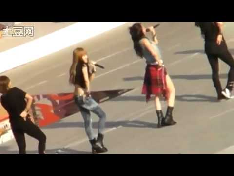 [Fancam] SNSD's Jessica & F(x)'s Krystal - Tik Tok ( SM Town Live 2010 In SEOUL )