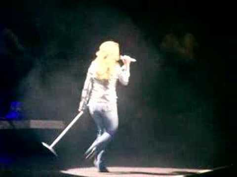 Carrie Underwood - November Rain & Paradise City
