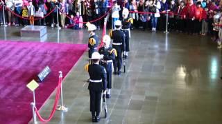 Changing of the guards of Sun Yat Sen Mem. Hall Taipei (國父紀念館)