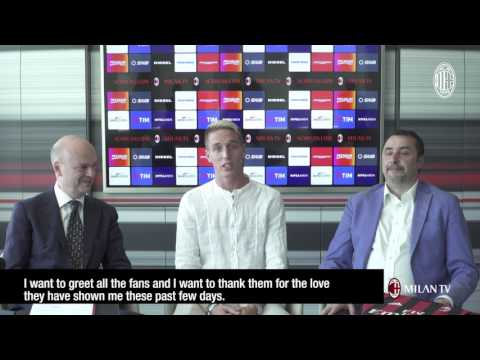 #welcomeConti: Andrea Conti signs his first contract with AC Milan