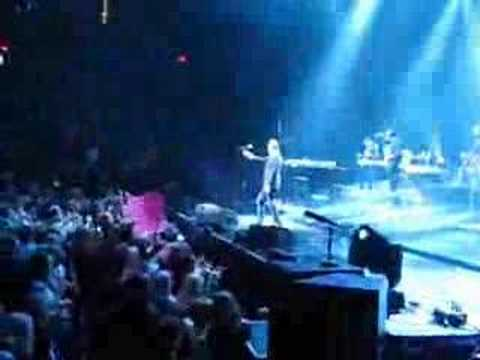 Michael Bublé - Crazy Little Thing Called Love (LIVE IN OKC)