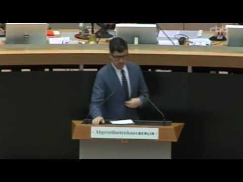 Christopher Lauer redet am 8.9.16 im Berliner Abgeordnetenhaus zu Eurokrise, Journalismus & JU