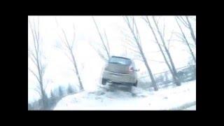 Машина на сугробе, Екатеринбург