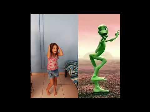 Julia X Bichinho Verde