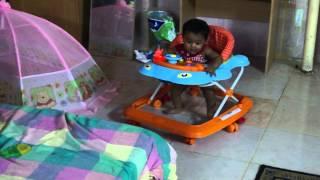 Baby areeba - walking and dancing on chitiya kaliya