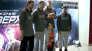 «Движение вверх»: игроки «Локомотива-Кубань» посмотрели новую спортивную драму в Краснодаре