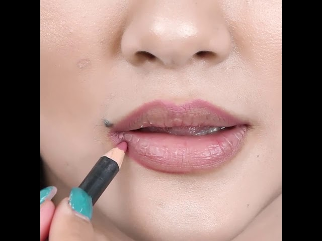 Everyday lipstick tutorial for Thick lips for Medium Skin-tone
