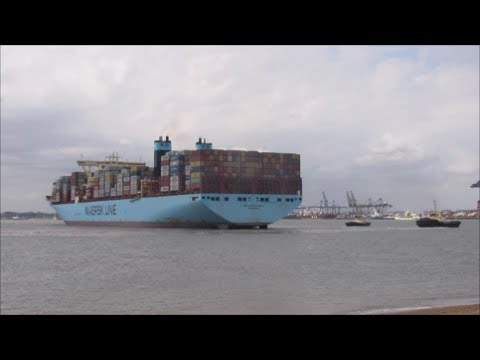 2015 built Margrethe Maersk arrives to Felixstowe with assistance of 3 Svitzer tugs 21st July 2017