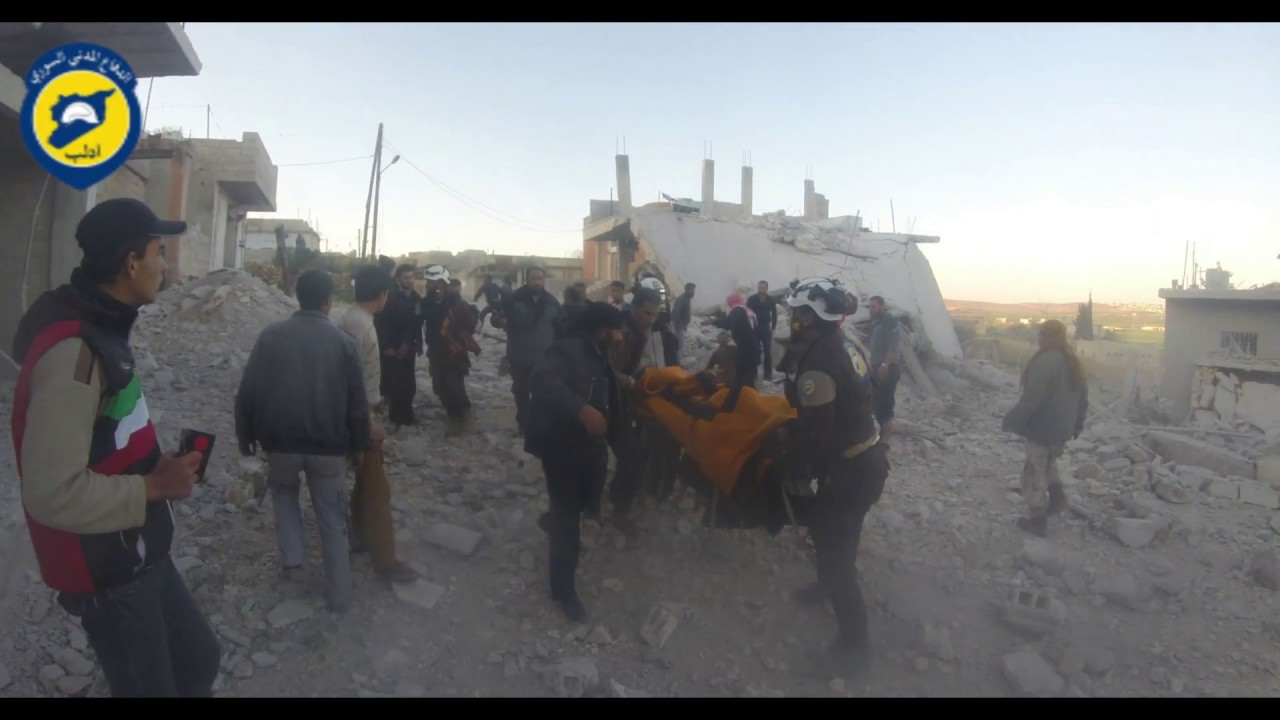 الدفاع المدني السوري ادلب عمل فرق الدفاع المدني بعد غارات جوية استهدفت بلدة الهبيط 3 4 2017