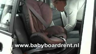 HTS BeSafe iZi Comfort autostoeltje in de auto plaatsen