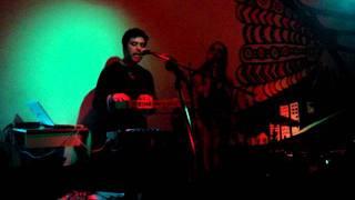 """Gepe+Maria Del Pilar: """"No Te Mueras Tanto"""" (en vivo 27.7.11 El Clan, Santiago de Chile)"""