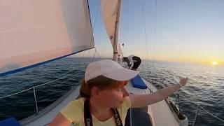 07 Путешествие на лодке в открытое Чёрное море - Как сложить парус - Сочи - 360 / Видео