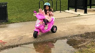 Sally Drive new Disney Princesses ride on motorcycle
