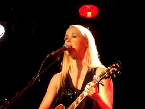Tina Dico live (Musichall Worpswede 24.10.2009)  Headshop   Walls