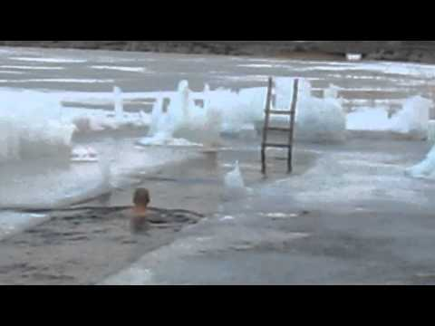 Swimming in a hole in the ice/ avantouinti