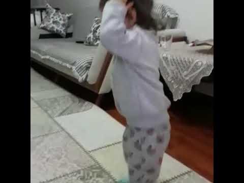 Ecrin nur uzaylı dansını yaparsa böyle de komik olur :)