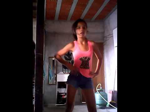 Vitoria dançando show das poderosas