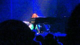 """Tori Amos """"Black Dove (January)"""" Austin 12/21/2011"""