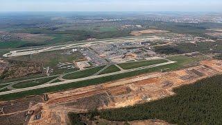 Аэропорт Домодедово Расширение территории(На участке между существующими двумя 32 ВПП намечается расширение пассажирского перрона к югу от существую..., 2012-09-02T00:55:03.000Z)