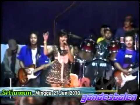 ILAT TANPO BALUNG ~ DIAN MARSHANDA,LIVE MEGALUH