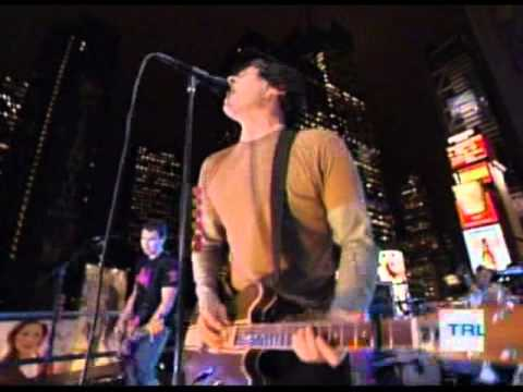 blink-182 - Feeling This @ TRL - 11.11.2003
